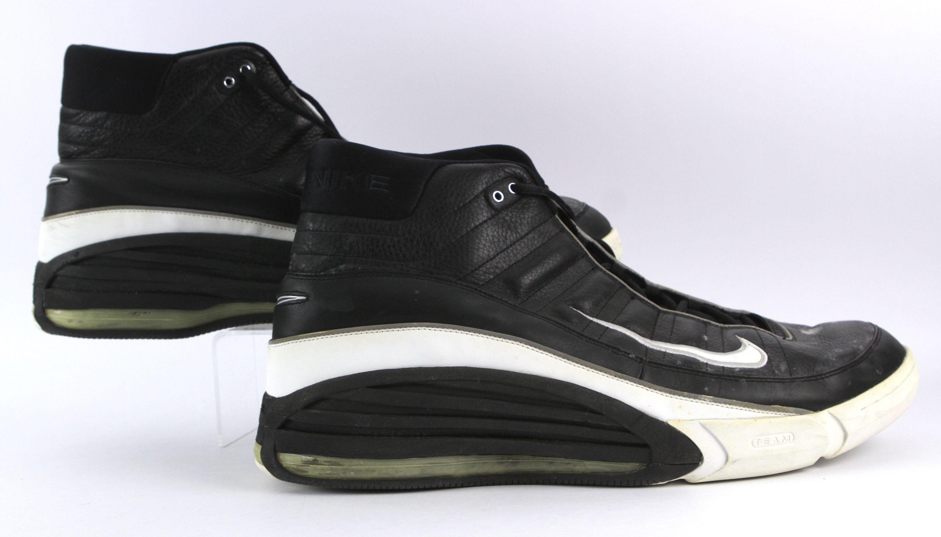 Respiración Tantos Amabilidad  Lot Detail - 2000-01 circa Dikembe Mutombo Atlanta Hawks/Philadelphia 76ers  Game Worn Nike Sneakers (MEARS LOA)