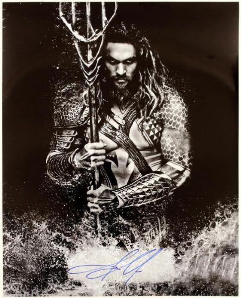 Jason Momoa Zack Snyder Changed Aquaman Look: 2015 Jason Momoa Aquaman Autographed 16x20 Photo